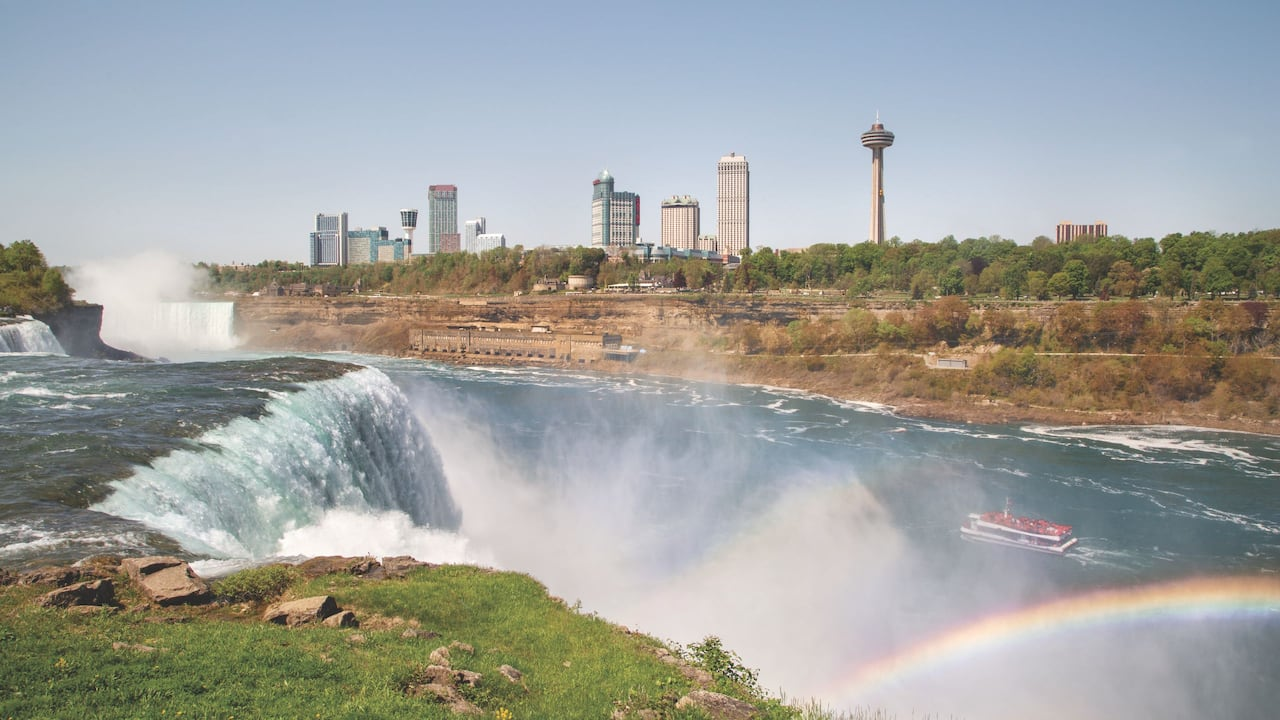 Niagara Falls NY Hotels have views over the US and Canadian falls