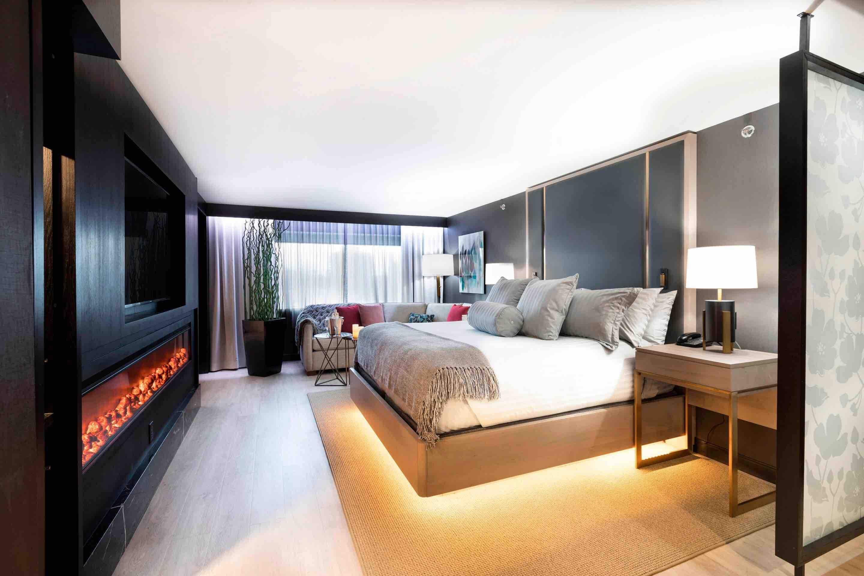 Sheraton Niagara Falls NY deluxe bedroom