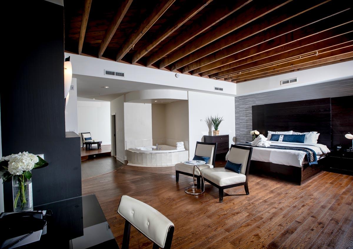 Sterling Inn & Spa luxury hotels in niagara falls large room with bathtub